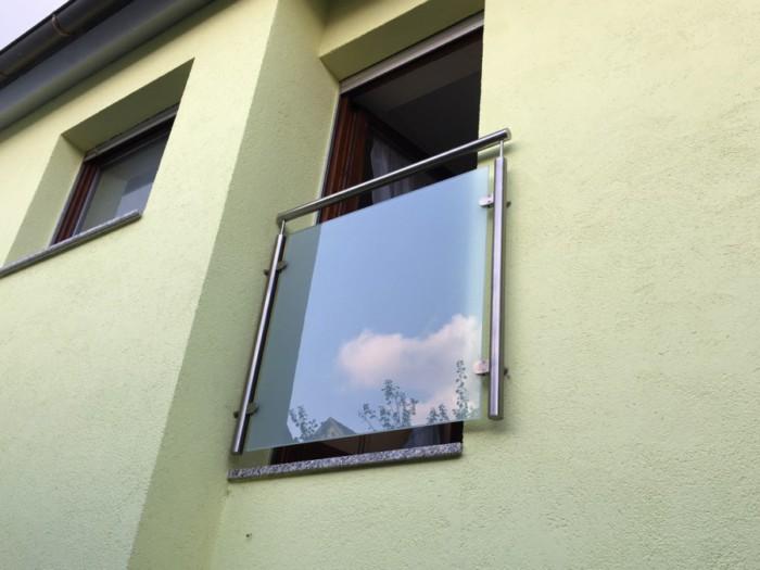 Metallbau Neb Heilbronn Franzoesischer Balkon Fenstergitter Edelstahl Glas Milchglas