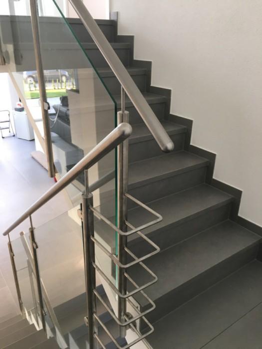 Metallbau Neb Heilbronn Treppenhaus Treppe Gelaender Handlauf Edelstahl Glas 2