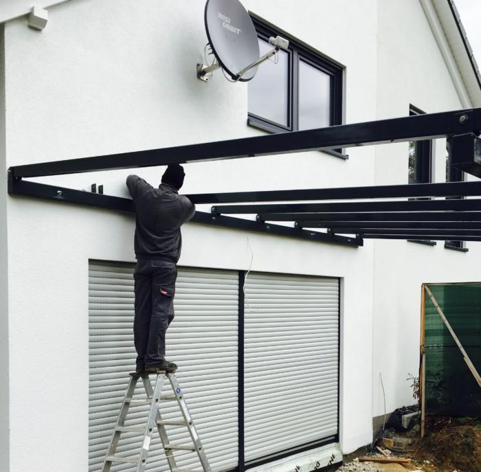 Metallbau Neb Terrassen Ueberdachung pulverbeschichtet anthrazit VSG mattweiss 10 mm 1